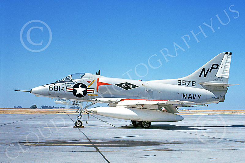 A-4USN 00332 A static Douglas A-4 Skyhawk attack jet US Navy 148576 VA-216 BLACK DIAMONDS NAS Lemoore 10-1986 military airplane picture by Duane A Kasulka