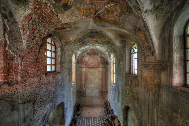 Fresco Chapel - Crumbling abandoned chapel with a really nice paintjob