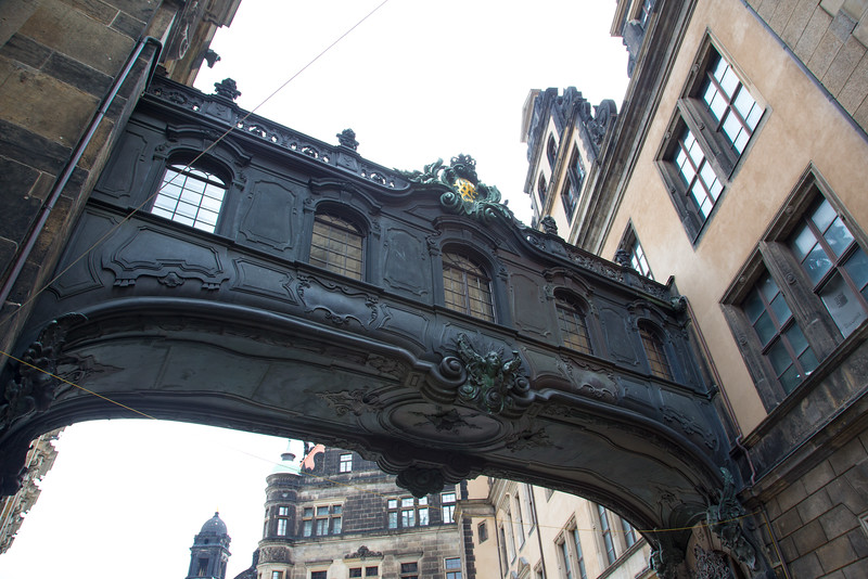 Bridge between the Church and Paace in Dresden