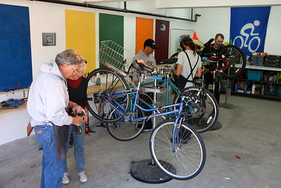 DIY Bike Shops (France & USA)