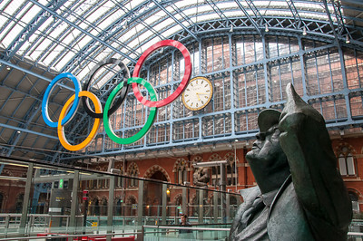 London, Great Britain - Jun 25. Olympic rings hanging above St Pancras Station. Photo: Paul J Roberts (RobertsSports Photo) / UIPM