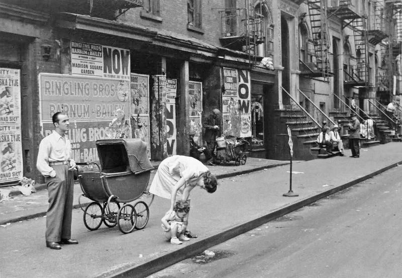 Famous Street Photographers - Helen Levitt