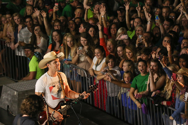 Fall Fest 2014 – Dustin Lynch