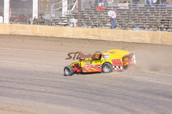 U.M.P. DIRTcar Modifieds - Qualifying