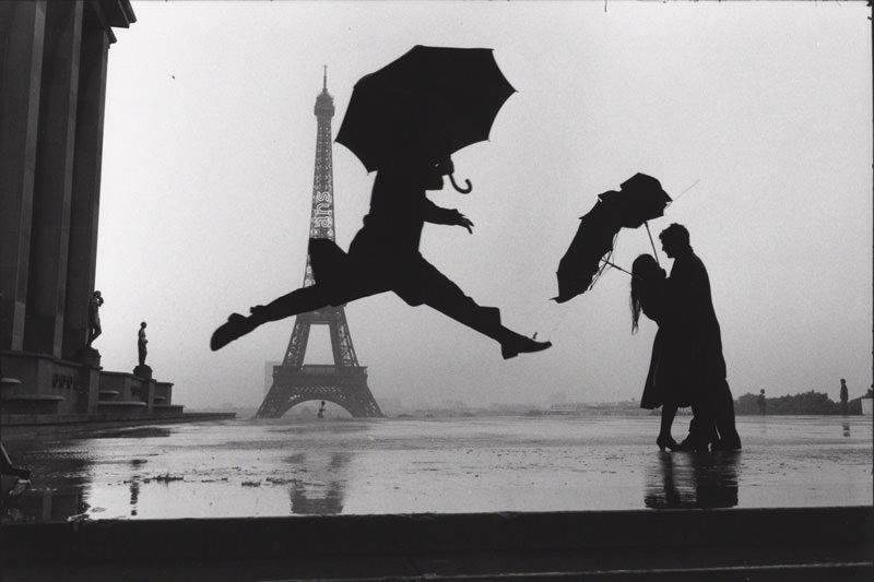 Famous Street Photographers - ? Elliott Erwitt / Paris, France, 1989