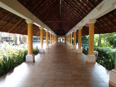 Barcelo Maya Colonial