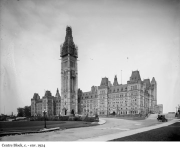 Centre Block - L'édifice du Centre, c. - env. 1924