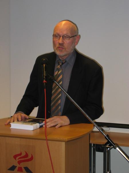 2005 Útgáfa bókar um Gísla Halldórsson