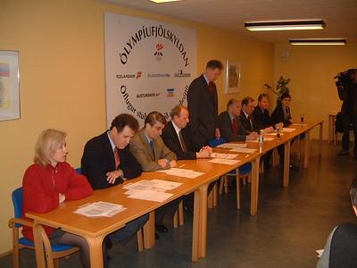 Ólympíufjölskyldan - undirritun 19. febrúar 2001