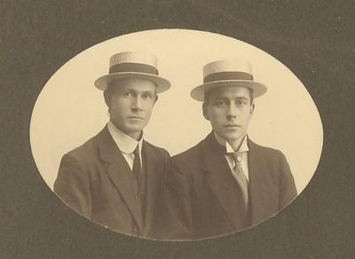 Ólafur Sveinsson, prentari og Benedikt G. Waage á Ólympíuleikunum 1920 í Antwerpen.