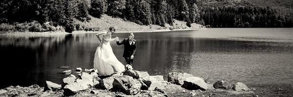 Aj keď človek nafotí desiatky rôznych svadieb a stane sa svedkom tých najneočakávanejších situácií, až na vlastnej svadbe naplno pochopí, aký veľký deň to vlastne je. Všetko je zrazu nové, jedinečné, všetky úsmevy a slzy sa akosi viac vrývajú do pamäte.