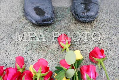 2017  оны аравдугаар сарын 02. Зориг агсны хөшөөнд цэцэг өргөлөө. ГЭРЭЛ ЗУРГИЙГ Г.ӨНӨБОЛД /MPA