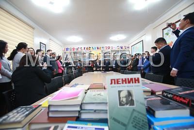 """2017 оны арванхоёрдугаар сарын 22.  Монгол Улсын Их сургууль байгуулагдсаны 75 жилийн ойг тохиолдуулан байгуулсан """"Ардчиллын танхим""""-ын нээлт боллоо. ГЭРЭЛ ЗУРГИЙГ Б.БЯМБА-ОЧИР/MPA"""