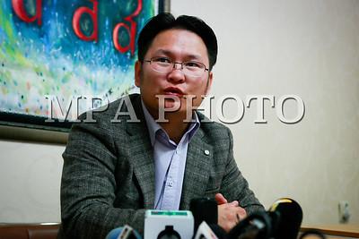 2017  оны аравдугаар сарын 03. Багш нарын ажил, хаялт болон цалин нэмэхтэй холбоотой асуудлаар Монголын сурагчдын холбоо, Монголын эцэг эхчүүдийн холбооноос мэдээлэл хийлээ.  ГЭРЭЛ ЗУРГИЙГ Г.ӨНӨБОЛД /MPA