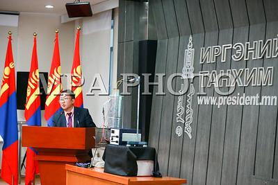 """2017 оны аравдугаар сарын 18. Монгол Улсын Ерөнхийлөгчийн дэргэдэх Иргэний танхимд """"Гэр хороодод үүсэж буй агаарын бохирдол, түүнийг шийдвэрлэх арга зам"""" сэдэвт салбар хуралдаан боллоо.  ГЭРЭЛ ЗУРГИЙГ Б.БЯМБА-ОЧИР/MPA"""