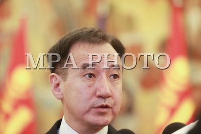 """2017 оны арваннэгдүгээр сарын 02. Гадаад харилцааны сайд Д.Цогтбаатар Европын Холбоо болон түүний гишүүн орнуудаас Монгол Улсад суугаа Элчин сайд нарыг 2017 оны 11 дүгээр сарын 2-ны өдөр Төрийн ордонд хүлээн авч уулзан, Монгол Улсын Засгийн газрын бодлого, үйл ажиллагаа, гадаад бодлогын зорилтын талаар мэдээлэл өгч, хоёр талын харилцаа, хамтын ажиллагааны асуудлаар санал солилцон Элчин сайд нарын сонирхсон асуултад хариулав. Тэрээр 2017 оны 11 дүгээр сарын 1-ний өдрөөс хүчин төгөлдөр үйлчилж буй Монгол Улс, Европын Холбооны хоорондын Түншлэл, хамтын ажиллагааны хэлэлцээрийн хүрээнд гишүүн орнуудаас Монгол Улс руу чиглэсэн хөрөнгө оруулалтыг нэмэгдүүлэх, тэр дундаа жижиг дунд үйлдвэрлэл, бизнес эрхлэгчдийн хамтын ажиллагааг бодлогоор дэмжиж ажиллахыг Европын Холбооны талаас хүсэв.        Уулзалтын дараа Европын Холбооны Төлөөлөгчийн газрыг Улаанбаатарт нээх тухай """"Европын Холбооны Төлөөлөгчийн газрыг Монгол Улсад байгуулах, түүний эрх ямба, дархан эрхийн тухай Монгол Улсын Засгийн газар, Европын Холбоо болон Европын Атомын Эрчим Хүчний Нийгэмлэг хоорондын хэлэлцээр""""-т Гадаад харилцааны сайд Д.Цогтбаатар, Европын Холбооноос Монгол Улсад суугаа Элчин сайд Ханс Дийтмар Швайсгут нар гарын үсэг зурав. Монгол Улсад Европын Холбооны Төлөөлөгчийн газар байгуулагдаж буй нь Монгол Улс, Европын Холбооны харилцаанд гарсан томоохон дэвшил, манай гадаад харилцаа, дипломат албанд тохиож буй түүхэн үйл явдал болохыг Гадаад харилцааны сайд онцолсон.     Монгол Улс Европын Холбоог өөрийн """"гуравдагч хөрш"""" хэмээн үзэж, улс төрийн яриа хэлэлцээгээ гүнзгийрүүлэх, эдийн засгийн хамтын ажиллагаагаа өргөжүүлэхийг зорьж ирсэн. Энэ бодлогыг цаашид тогтвортой үргэлжлүүлж, хоёр талын харилцаагаа түншлэлийн түвшинд хүргэхийг зорьж байна. Европын Холбоо болон түүний гишүүн орнууд Монгол Улсад өрнөсөн ардчилал, нийгэм, эдийн засгийн өөрчлөлт, шилжилтийн явцыг эхнээс нь тууштай дэмжиж, санхүүгийн болон техникийн туслалцаа үзүүлэн манай улстай  хамтын ажиллагаа идэвхтэй хөгжүүлж ирсэн.       Европын """