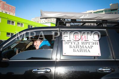 """2017 оны арваннэгдүгээр сарын 17. Дэлхий нийтээр жил бүр зохион байгуулдаг """"Зам тээврийн ослоор хохирсон иргэдийн дуу хоолойг хүргэх өдөр""""-ийг зохион байгууллаа.   ГЭРЭЛ ЗУРГИЙГ  Б.БЯМБА-ОЧИР/MPA"""
