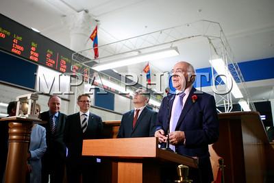 2017оны арваннэгдүгээр сарын 09. Их Британи Умард Ирландын Нэгдсэн Вант Улсын парламент дахь олон улсын парламентын бүлгэмийн гишүүн Лимпнигийн Лорд Ховард тэргүүтэй нийт 7 төлөөлөгчид Монгол Улсад айлчлал хийж байна. Үүнтэй холбоотойгоор Монголын хөрөнгийн биржид зочлон, үйл ажиллагаатай танилцан, арилжаа нээж цан цохих ажиллагаа боллоо. ГЭРЭЛ ЗУРГИЙГ Г.ӨНӨБОЛД/МРА