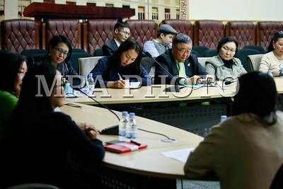 2017 оны арванхоёрдугаар сарын 12.Монголын ноос ноолууран бүтээгдэхүүнийг олон улсын зах зээл дээр гаргах судалгааг танилцууллаа .ГЭРЭЛ ЗУРГИЙГ Г.ӨНӨБОЛД /МРА