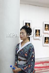 """2017  оны аравдугаар сарын 13.  Занабазарын нэрэмжит Дүрслэх урлагийн музейд Японы гэрэл зурагчин Сүгияама Тэрүзогийн """"Монголын урлагийн бүтээлүүд гэрэл зурагнаа"""" үзэсгэлэнгийн нээлт болоо.  ГЭРЭЛ ЗУРГИЙГ Г.ӨНӨБОЛД/MPA"""