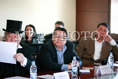 """2017  оны аравдугаар сарын 18. Монголын үндэсний брэндийн зөвлөлийн ажлын албанаас судалгаагаар гарч ирсэн """"Монголын үндэсний брэндийг тодорхойлох түлхүүр үг""""-ийг хэлэлцлээ.  ГЭРЭЛ ЗУРГИЙГ Г.ӨНӨБОЛД/MPA"""