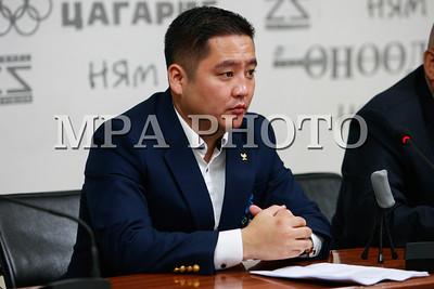 """2017  оны аравдугаар сарын 31. Монголын үндэсний олимпийн хороо, Монголын үндэсний олимпийн академиас ерөнхий боловсролын сургуулиудын дунд """"Олимпизм ба бие бялдрын хүмүүжил"""" сэдэвт болзолт уралдаан зохион байгуулах талаар мэдээлэл хийлээ.  ГЭРЭЛ ЗУРГИЙГ Г.ӨНӨБОЛД /МРА"""