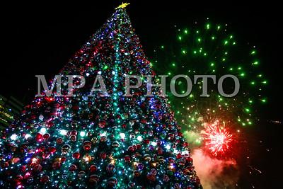 2017 оны арванхоёрдугаар сарын 15.Сүлд модны гэрлийг асаалаа .ГЭРЭЛ ЗУРГИЙГ Г.ӨНӨБОЛД /МРА