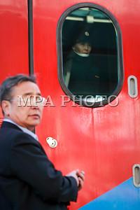 2017 оны арванхоёрдугаар сарын 11. Улаанбаатар төв вокзалаас Улаан-Үүд, Эрхүүгийн чиглэлд шинээр аялж эхлэх хурдан галт тэрэгний анхны аяллыг үдэн гаргах ёслолын арга хэмжээ боллоо .ГЭРЭЛ ЗУРГИЙГ Г.ӨНӨБОЛД /МРА