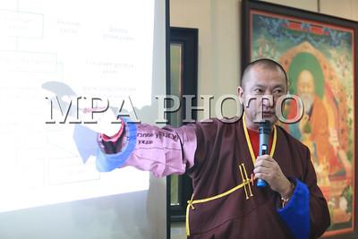 2017 оны арванхоёрдугаар сарын 12.  Монгол Улсын урлагийн гавьяат зүтгэлтэн, бурханч лам Г.Пүрэвбатын урлах ухааны онолын цуврал номын нээлт өнөөдөр Төрийн түүхийн музейд боллоо. УИХ-ын дарга М.Энхболд, Ерөнхий сайд У.Хүрэлсүх, Ерөнхийлөгчийн соёл, шашны зөвлөх Ц.Хулан, Гандантэгчинлэн хийдийн хамба лам Д.Чойжамц болон шавь нар нь оролцож, номын нээлтэд зориулсан үзэсгэлэнг үзэж сонирхлоо. Урлах ухааны онолын 33 цуврал ном хийхээр төлөвлөөд байгаагаа бурханч лам Г.Пүрэвбат нээлтийн үеэр танилцууллаа.  Цуврал номыг монгол түмний уламжлалт бурхны шашин XX зууны эхээр тасран мөхсөнөөс хойш эдүгээ дахин сэргэж буй энэ үед их таван ухааны нэг болох урлах ухааныг сэргээн хөгжүүлэх суурь гарын авлага болгон гаргаж байгаа гэж тэрээр хэллээ.  Энэхүү номонд орсон монголчуудын урлах ухааны 36 төрөл зүйл бүхий судалгааны зургуудын эхийг бэлтгэхэд Монголын бурхны шашны Урлахуй ухааны дээд сургуулийн оюутнууд тусалсан байна гэж Засгийн газрын Хэвлэл мэдээлэл, олон нийттэй харилцах хэлтсээс мэдээллээ.    ГЭРЭЛ ЗУРГИЙГ Б.БЯМБА-ОЧИР/MPA