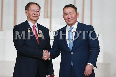 2017 оны арванхоёрдугаар сарын 29. Монгол Улсын Ерөнхийлөгчийн зарлигаар төрийн дээд цол, одон, медалиар шагнах ёслол өнөөдөр Төрийн ордонд боллоо.  Тулгар төрийн 2226 жил, Их Монгол Улс байгуулагдсаны 811 жил, Үндэсний эрх чөлөө, тусгаар тогтнолоо сэргээн мандуулсны 106 жил, Ардын хувьсгалын 96 жилийн ой, Ардчилсан хувьсгалын 28 жилийн ой, Ардчилсан Үндсэн хууль батлагдсаны 26 жил,  Уул уурхайн салбар үүсэж хөгжсөний 95 жил, Архивын албаны 90 жил, Цэргийн дуу бүжгийн эрдмийн чуулга байгуулагдсаны 85 жил, Байгаль орчин, аялал жуулчлалын яам байгуулагдсаны 35 жилийн ой болон бусад салбарын түүхт ойг тохиолдуулан эрхэлсэн ажилдаа олон жил үр бүтээлтэй ажилласан дараах нэр бүхий хүмүүст Монгол Улсын Хөдөлмөрийн баатар, ардын болон гавьяат цол, төрийн одон, медаль хүртээлээ. Шагналыг Монгол Улсын Ерөнхийлөгч Х.Баттулга гардуулан өгөв.   ГЭРЭЛ ЗУРГИЙГ Б.БЯМБА-ОЧИР/MPA