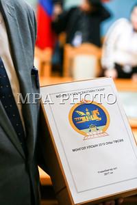2017 оны арваннэгдүгээр сарын 14. УИХ-ын чуулганы өнөөдрийн хуралдаанаар Монгол Улсын 2018 оны төсвийн тухай, Нийгмийн даатгалын сангийн 2018 оны төсвийн тухай, Эрүүл мэндийн даатгалын сангийн 2018 оны төсвийн хуулийн төслүүдийг хэлэлцэж баталлаа.  2018 оны төсөв батлагдсантай холбогдуулан Сангийн сайд Ч.Хүрэлбаатар 2018 оны төсвийн албан ёсны танилцуулгахийлээ. ГЭРЭЛ ЗУРГИЙГ Б.БЯМБА-ОЧИР/MPA