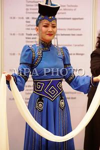 """2017 оны аравдугаар сарын 10. """"Монгол улсын ирээдүйг хамтдаа бүтээцгээе"""" уриатай олон улсын """"Expo Mongolia"""" үзэсгэлэн, бага хурал 2012 оноос тогтмол зохион байгуулагдаж буй. Энэ жил тав дахь удаагаа болж байгаа """"Expo Mongolia 2017"""" үзэсгэлэнгийн үйл ажиллагаа """"Мишээл Экспо"""" төвд болж байна.  ФОТО:  """"Expo Mongolia 2017"""" үзэсгэлэн Мишээл Экспо төвд болж байна Arslan.mn Хоёр өдөр үргэлжлэх тус үзэсгэлэнд ХБНГУ, БНСУ, БНХАУ, Беларусь, Монголын аж ахуйн нэгжүүд оролцож, бараа бүтээгдэхүүн, үйлчилгээ тоног төхөөрөмж, сүүлийн үеийн технологи, бараа бүтээгдэхүүнээ танилцуулж байна.  ГЭРЭЛ ЗУРГИЙГ MPA"""