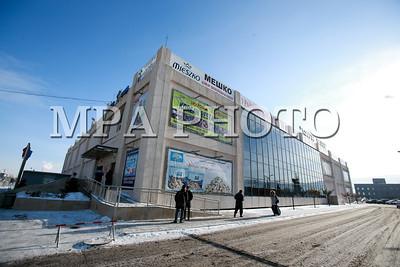 """2018 оны нэгдүгээр сарын 08.  Улаанбаатар хотын зүүн зах дахь ''Баянзүрх'' авто вокзал Чулуун-Овооны тойрогт байрших """"Тэнгэр плаза"""" худалдааны төвийн хоёр давхарт шилжин, үйл ажиллагаагаа явуулж эхэллээ. ГЭРЭЛ ЗУРГИЙГ Б.БЯМБА-ОЧИР/MPA"""