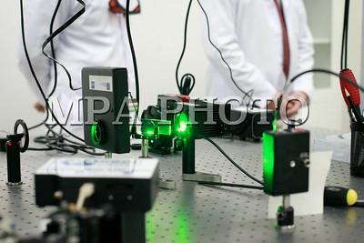 """2018 оны нэгдүгээр сарын 22. Азийн хөгжлийн банкны санхүүжилтээр хэрэгжиж буй """"Дээд боловсролын шинэчлэл"""" төслийн хүрээнд БСШУСЯ-ны дэмжлэгтэйгээр МУИС-д түшиглэн гурван тэрбум орчим төгрөгийн өртөг бүхий орчин үеийн """"Лазерын судалгааны лаборатори"""" байгуулсан бөгөөд тус лабораторийн нээлт боллоо. ГЭРЭЛ ЗУРГИЙГ Г.ӨНӨБОЛД /МРА"""