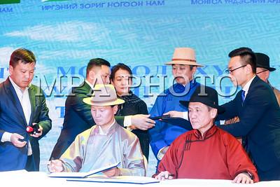 2018 оны гуравдугаар сарын 14. Монголын Ногоон Нам, Иргэний Зориг Ногоон Нам, Монгол Үндэсний Ардчилсан Нам, Монгол Ардын Хувьсгалт Нам, Эрдэнэт Монгол хүмүүний есөн цагаан хүслийг тэтгэсэн шударга тогтолцоог тогтоон хөгжүүлэх эрхэм зорилго бүхий шинэ Дээд хуулийг ард түмнээрээ хэлэлцүүлэн батлуулахын төлөө хамтран ажиллах Тунхаг бичигт гарын үсэг зурлаа.  ГЭРЭЛ ЗУРГИЙГ Б.БЯМБА-ОЧИР/MPA