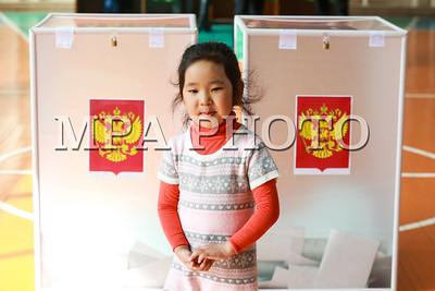 2018 оны гуравдугаар сарын 18.  ОХУ-ын Ерөнхийлөгчийн сонгуульд 109 сая орчим сонгогч саналаа өгөхөөр бүртгүүлсэнээс гадаад улсад хоёр сая ОХУ-ын иргэн саналаа өгөхөөр бүртгүүлжээ. Харин Монгол Улсад ажиллаж, амьдарч буй ОХУ-ын 2000 гаруй иргэн байгаагаас 1700 орчим иргэн санал өгөх юм.  Үүнээс 1300 сонгогч Улаанбаатар хотод саналаа өгнө. Мөн Дархан, Эрдэнэтэд амьдарч буй ОХУ-ын иргэд санал өгөх юм. ГЭРЭЛ ЗУРГИЙГ Б.БЯМБА-ОЧИР/MPA