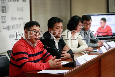 2018 оны гуравдугаар сарын 26.  Олон нийтийн байгууллагын төлөөллүүд монгол бичгийн юникод, түүний хэрэглээнд тулгамдаж буй асуудлаар хэвлэлийн бага хурал зарлалаа. ГЭРЭЛ ЗУРГИЙГ Г.ӨНӨБОЛД /МРА