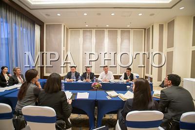 """2018 оны нэгдүгээр сарын 22.  """"Рио Тинто"""" компанийн Монгол дахь албан ёсны төлөөлөгчийн газар """"Шангри-Ла"""" зочид буудалд нээгдлээ.  """"Рио Тинто"""" групийн гүйцэтгэх захирал Жан Себастьян Жак хэвлэл мэдээлэлийн төлөөлөгч нарт ярилцлага өгч байна.  ГЭРЭЛ ЗУРГИЙГ Б.БЯМБА-ОЧИР/MPA"""