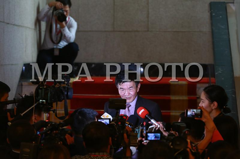 """2018 оны дөрөвдүгээр сарын 26.   """"Ц.Нямдорж сайдын даалгавраар сэтгүүлчдийг тагнасан гэв үү"""" гэх гарчигтай нийтлэл бичигджээ. Энэ асуудалтай холбогдуулан Хууль зүй дотоод хэргийн сайд, Монгол улсын их хурлын гишүүн Ц.Нямдорж<br /> мэдээлэл өглөө. ГЭРЭЛ ЗУРГИЙГ Б.БЯМБА-ОЧИР/MPA"""