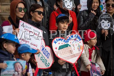 """2018 оны гуравдугаар сарын 31. Хөвсгөл аймаг. Хүүхдийн хүчирхийлэлийн эсрэг """"Дахин тэвчихгүй"""" тайван жагсаал боллоо. ГЭРЭЛ ЗУРГИЙГ Хайппи Хөвсгөл/MPA"""