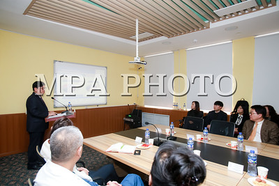 """2018 оны нэгдүгээр сарын 25. Монгол улсын Эрүүл мэндийн яам болон БНСУ-ын Эрүүл мэнд Нийгмийн халамжийн яамны хамтарсан БНСУ-д эмчилгээ хийлгэсэн иргэдэд үйлчлэх """"Эмчилгээний дараах хяналтын төв""""-ийн нээлтийн үйл ажиллагаа Улсын Нэгдүгээр Төв эмнэлэгт боллоо.  ГЭРЭЛ ЗУРГИЙГ Б.БЯМБА-ОЧИР/MPA"""