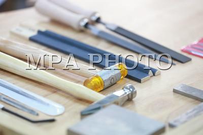 2018 оны нэгдүгээр сарын 18. Р.Гандийн нэрэмжит Үйлдвэр урлалын политехник коллежийн Үнэт эдлэлийн мэргэжлийн дархан бэлтгэх орчин үеийн дадлагын газрын нээлт боллоо.  ГЭРЭЛ ЗУРГИЙГ Б.БЯМБА-ОЧИР/MPA