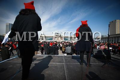 2018 оны гуравдугаар сарын 08.  1,000 хүний алхалт цуглаан боллоо.   ГЭРЭЛ ЗУРГИЙГ Б.БЯМБА-ОЧИР/MPA