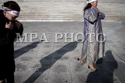 """2018 оны нэгдүгээр сарын 29. """"Монголын худалдаачдын холбоо""""-ны гишүүн эмэгтэйчүүд нүцгэн жагсаал хийлээ . ГЭРЭЛ ЗУРГИЙГ Г.ӨНӨБОЛД /МРА"""