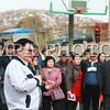 """2018 оны дөрөвдүгээр сарын 19. Нийслэлийн Засаг дарга бөгөөд Улаанбаатар хотын Захирагч С.Батболд Чингэлтэй дүүргээс сонгогдсон УИХ-ын гишүүн М.Оюунчимэг,  холбогдох газар, агентлагийн дарга нарын хамт өнөөдөр Чингэлтэй дүүргийн 7 дугаар хорооны нутаг дэвсгэрт баригдаж буй """"Гэр хорооллыг бие даасан болон хэсэгчилсэн инженерийн хангамжаар хангах дэд бүтцийн төв"""" төслийн явц, байдалтай танилцаж, иргэдийн төлөөлөлтэй уулзлаа.<br /> <br /> Чингэлтэй дүүргийн 7 дугаар хорооны Хувьсгалчдын гудамжны 13,14,15 дугаар хэсгийн нийт 200 өрхөд Нийслэлийн төсөв, хөрөнгөөр """"Сервис центр"""" буюу """"Гэр хорооллыг бие даасан болон хэсэгчилсэн инженерийн хангамжаар хангах дэд бүтцийн төв"""" төслийг хэрэгжүүлэхээр болоод байгаа юм. Нөгөө талаас эдгээр 200 өрх """"Дулаалгын аян""""-ы гэрээг хийж, гэр, байшингаа дулаалах үүрэг хүлээсэн байна.<br /> <br /> Энэ үеэр Нийслэлийн Засаг дарга бөгөөд Улаанбаатар хотын захирагч С.Батболд  хэлэхдээ """"Нийслэлийн зүгээс 2018 онд гэр хорооллыг хөгжүүлэх, иргэдийн аятай тухтай амьдрах нөхцөлийг сайжруулах чиглэлээр хийж буй цоо шинэ ажлын хамгийн анхных болох """"Сервис центр"""" буюу дэд бүтцийн төвийг байгуулах ажлыг түүчээлж байгаа иргэддээ баярласнаа илэрхийлье. Нийслэлийн тулгамдсан асуудал болсон агаар, хөрсний бохирдлыг бууруулахад нэн түрүүнд орон сууцжуулах нь чухал. Үүнийг хэрэгжүүлэхэд маш их хөрөнгө шаардлагатай. Хот төлөвлөлтийн тооцоогоор Улаанбаатарын гэр хорооллын 202 мянган өрхийн 40 мянга орчмын дулааныг цахилгаанд холбож шийднэ. Үлдсэн өрхүүдийг бусад эх үүсвэрээр халаах юм. Хамгийн гол шийдэл нь """"Сервис центр"""" гэж үзэж байна.<br /> <br /> Улаанбаатар хотын төвөөс алслагдсан, төвлөрсөн дулаан, бохирын систем очих боломжгүй газруудад иргэдийнхээ санал хүсэлтийг үндэслэн """"Сервис центр"""" байгуулах шинэ бодлого гарган ажиллаж байна. Нийт 11 байршилд судалгаа хийсэн. Эндээс 2018 оны арваннэгдүгээр сард """"Сервис центр"""" байгуулж дуусгах хоёр байршил сонгосон. Үүний нэг нь Чингэлтэй дүүргийн 7 дугаар хороон дахь байршил юм. Сүхбаатар дүүргийн 18 дугаар хороонд"""