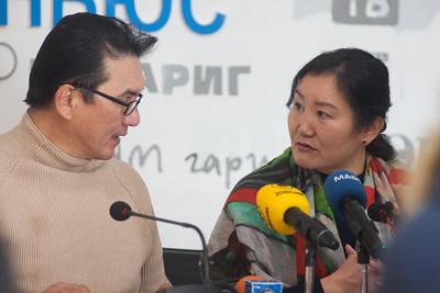 """2019 оны Арваннэгдүгээр сарын 18. Монголын байгаль орчны иргэний зѳвлѳлийн тэргүүн Б.Эрдэнэ """"Монгол Улс аюултай хог хаягдлыг булшилдаг газар болох ёсгүй"""" сэдвээр мэдээлэл хийлээ. ГЭРЭЛ ЗУРГИЙГ Б.ГЭРЭЛЧУЛУУН /MPA"""