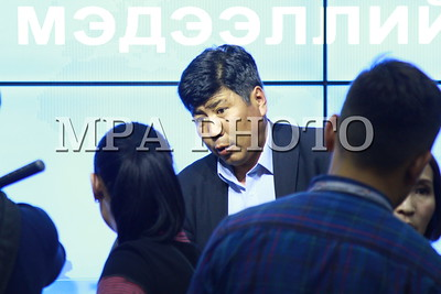 2019 оны аравдугаар сарын 16. Нийслэлийн 1-р дунд сургуулийн захирлын үйл ажиллагаатай холбоотой асуудлаар тус сургуулийн эцэг эхийн холбоо, Монголын багш нарын үйлдвэрчний эвлэлийн холбоо хамтран мэдээлэл хийлээ. ГЭРЭЛ ЗУРГИЙГ Г.БАЗАРРАГЧАА/MPA