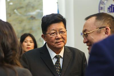 """2019 оны гуравдугаар сарын 13. БНХАУ-ын нэрт эдийн засагч, профессор Мэн Шяосу """"Хятадын хөгжил цэцэглэлтийг хөдөлгөгч өөрчлөлт шинэчлэл"""" сэдвээр нээлттэй лекц уншилаа. ГЭРЭЛ ЗУРГИЙГ Э.ЭНХДОЛГИОН/MPA"""