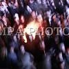 """Монгол улс, Улаанбаатар хот. 2013оны 12 дугаар сарын 31. Хуучин оноо үдэж шинэ оноо угтах он солигдох мөчид нийслэлчүүд Чингисийн талбайд асаасан галд дулаацаж байна.<br /> <br /> """"Улаанбаатарын мөнгөн шөнө"""" шинэ жилийн баярын цэнгүүнд МУГЖ Т.Ариунаа, дуучин A Cool, реппер Gee, Дөлгөөн, Рокит Бэй, """"Гурван охин"""", """"Люмино"""", """"А Sound"""", """"Compass"""", """"Rec On"""", """"Colors"""", """"UFO"""", """"The Lemons"""" зэрэг 50 гаруй уран бүтээлч, хамтлаг оролцож, шинэ жилийн баярыг нийслэлийн иргэдтэйгээ хамт өнгөрөөсөн юм.<br /> <br /> Он солигдох мөчид """"Улаанбаатарын мөнгөн шөнө"""" цэнгүүнд хүрэлцэн ирсэн зочид төв талбайг дүүргэн байлаа.ГЭРЭЛ ЗУРГИЙГ БЯМБАСҮРЭНГИЙН БЯМБА-ОЧИР"""