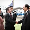 """Монгол улс, Улаанбаатар хот. 2013 оны 10 дугаар сарын 28.  Монгол Улсын Ерөнхийлөгч Цахиагийн Элбэгдоржийн БНАСАУ-д хийж буй төрийн айлчлал энэ сарын 28-нд эхэллээ. Монгол Улсын Ерөнхийлөгч Цахиагийн Элбэгдорж, тэргүүн хатагтай Хажидсүрэнгийн Болормаа, дагалдан яваа албаны хүмүүсийг Пхеньян хотын """"Сунан"""" олон улсын нисэх онгоцны буудалд БНАСАУ-ын Ардын дээд Хурлын Тэргүүлэгчдийн дарга Ким Ён Нам, Монгол Улсаас БНАСАУ-д суугаа Онц бөгөөд Бүрэн эрхт Элчин сайд М.Ганболд, албаны хүмүүс угтлаа. Угталтын үеэр хүндэт харуул жагсч Монгол Улсын Ерөнхийлөгчид хүндэтгэл үзүүлэв."""